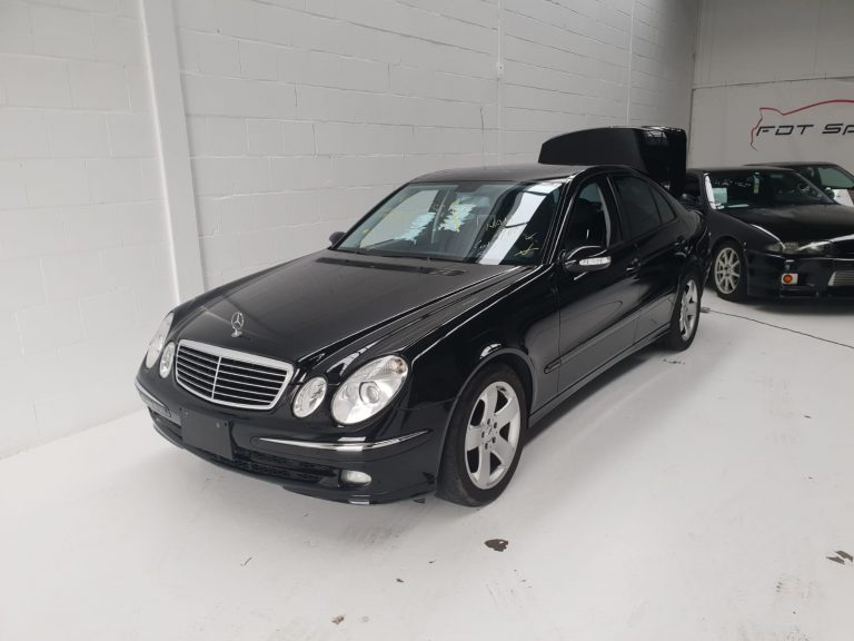 Mercedes-Benz E500 sedan